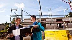 Mit der richtigen Baufinanzierung lassen sich die Baukosten niedrig halten.