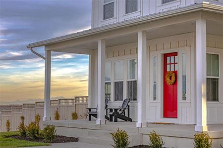 Symbolbild Veranda bei einem Einfamilienhaus in den USA
