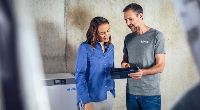 SENEC-Installateur im Kundengespräch