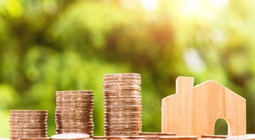 Geld und Holzhaus
