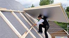 Eine Dachdämmung schützt vor Wärmeverlusten.