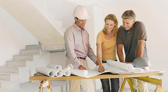 Baustellengespräch Bauherr mit Architekt